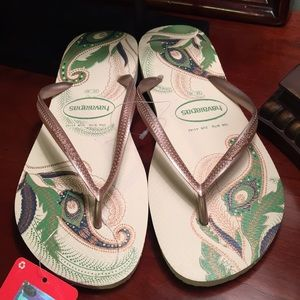 Havaianas Shoes - Havaianas Green and Gold Flip Flops NWT